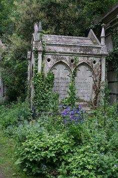 — dansemacabre-: Highgate Cemetery by Jon Bennett Cemetery Monuments, Cemetery Statues, Cemetery Headstones, Old Cemeteries, Cemetery Art, Angel Statues, Graveyards, Highgate Cemetery London, Old Stone
