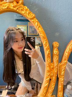 Bora Lim, Bae, It's Going Down, Wallpaper Iphone Cute, These Girls, Korean Girl Groups, Kpop Girls, Idol, Pretty