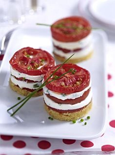 Unser beliebtes Rezept für Tomaten-Käse-Türmchen und mehr als 55.000 weitere kostenlose Rezepte auf LECKER.de.