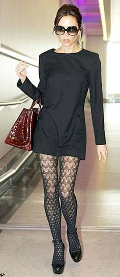 Airport Style Little black dress with patterned stockings--Victoria Beckham.Little black dress with patterned stockings--Victoria Beckham. Moda Victoria Beckham, Victoria Beckham Style, Grunge Look, Grunge Style, 90s Grunge, Soft Grunge, Look Fashion, Autumn Fashion, Womens Fashion