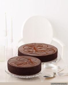 For a less conventional wedding cake, consider chocolate. Although it's a beloved flavor, chocolate frostings and fondants are often overlooked for paler, pastel colors. Give our gallery a look for some delicious inspiration. wedding-and-events-ideas Dark Chocolate Glaze Recipe, Chocolate Cherry, Chocolate Cakes, Chocolate Ganache, Chocolate Stout, Monogram Cake, Monogram Wedding, Brown Wedding Cakes, Cake Wedding