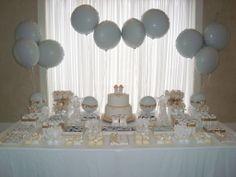 Decoração super clean com uso de balões metalizados para mesa de batizado.\ #flexmetal #balao #balaodecoracao #balaopersonalizado #balaometalizado #balaodefesta #baloesmetalizados #baloespersonalizados #alegria #festa