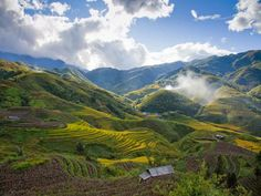 """Vietnam Tour: Discovery Fansipan Fansipan is dubbed """"the Roof of Indochina""""; it is to be approved as one of the very few ecotourist spots of Vietnam, with about 2,024 floral varieties and 327 faunal species.  http://visa2vietnam.blogspot.com/2013/11/vietnam-tour-discovery-fansipan.html"""