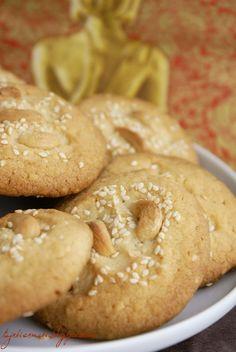 Indyjskie ciasteczka z sezamem i kardamonem