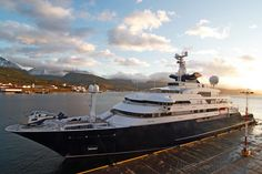 octopus yacht   ...   all galleries >> Travel around South America >> Ushuaia > Octopus