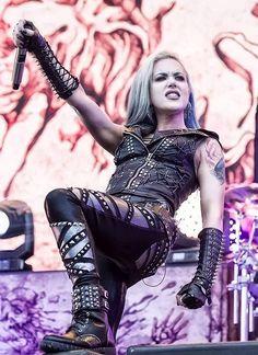 Heavy Metal Girl, Heavy Metal Music, Witcher Wallpaper, Rock Y Metal, Glamour Shoot, Alissa White, Women Of Rock, Arch Enemy, Guitar Girl