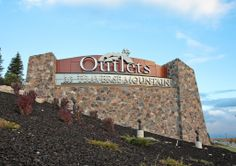 Walton Signage's Outlet-Mall Monument Sign Climbs Beautifully | SignWeb | signweb.com