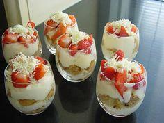 Ultieme dessert: aardbeien trio in glaasjes - Culy.nl