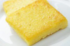 Polenta with Creamed Corn Green Beans: Chef Jan Kelly of Meritage in Milwaukee puts her own twist on polenta for this holiday recipe. Polenta Crémeuse, Oven Dishes, Healthy Smoothies, Cornbread, Fried Onions, Food And Drink, Tasty, Favorite Recipes, Snacks