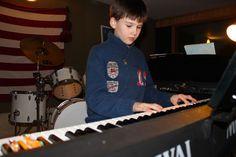 Unterricht - Klavier lernen Münster Wir unterrichten auf Klavier oder E Piano, denn die Grundlagen aller Tasteninstrumente entstammen dem Piano. Es spricht jedoch nichts dagegen, zuhause auf einem Keyboard zu üben, denn die wesentlichen Spieltechniken sind identisch. Klavier lernen in Münster - Besser,