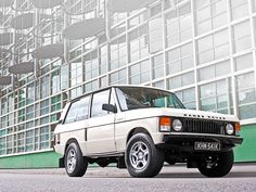 Top of the Class 1971 Range Rover | http://www.lro.com/features-reviews/featured-vehicles/1411/top-of-the-class-1971-range-rover/