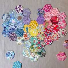 This is what I dream of doing with my hexies So grateful for the epic job you must have had sorting these tiny babies out @sophie_hellocrafty #libertyphotoaday #libertygram #libertyprint #libertyfabric #libertyaddict #epp #hexies #hexiheart #workinprogress #rhapsodyandthread - Thanks to @rhapsodyandthread