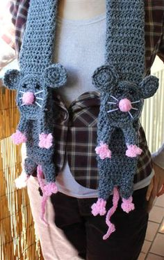 ♥ Cute rat scarf! ♥    Made with this pattern (not free): http://www.etsy.com/listing/104791824/rat-scarf-pdf-pattern