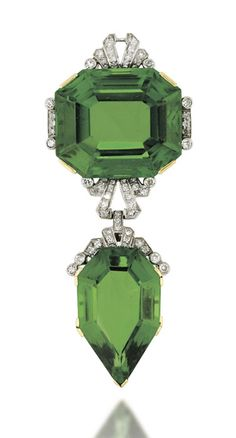Corsage ornament composed of an octagonal step-cut peridot, with single-cut diamond stepped surmount, suspending a similarly-set diamond spacer link and further fancy-cut peridot drop, circa 1910 Edwardian Jewelry, Antique Jewelry, Vintage Jewelry, Art Deco Jewelry, Fine Jewelry, Jewelry Design, Bijoux Art Nouveau, Peridot Jewelry, Diamond Brooch