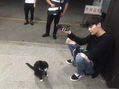 Actor Lee Jong-suk was spotted playing around with a cat. He posted a picture…