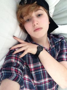 non binary | Tumblr Androgynous Look, Androgynous Fashion, Tomboy Fashion, Short Punk Hair, Non Binary People, Aesthetic People, Face Hair, Pixie Hairstyles, Types Of Fashion Styles
