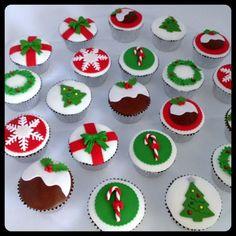 59 trendy ideas for cupcakes fondant navidad Christmas Themed Cake, Christmas Cupcake Toppers, Christmas Cupcakes Decoration, Christmas Cake Designs, Christmas Sweets, Christmas Cooking, Christmas Goodies, Christmas Time, Christmas Cakes