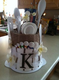 Kitchen Bridal Shower Gift Ideas : ... on Pinterest Gift Baskets, Housewarming Gifts and Towel Cakes