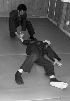 Immobilizing an attacker with Kotegaeshi (Wrist Twist) technique. There are a number of ways to hold an opponent down with Kotegaeshi, and they ALL hurt! Notice the white-bottomed 'tabi' (split-toe slippers) we're wearing. Tabi, both all white or all black, are sometimes worn for iaido, iaijutsu, kendo, jujitsu. ninjutsu and other lesser known Japanese martial arts (Tetsudokan Jujitsu - Willoughby, Ohio).