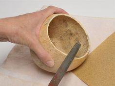 Como Fazer Fácil 1001 Ideias Artesanato com cabaça Veja todos os detalhes de como cortar limpar impermeabilizar... em nosso site > http://bit.ly/2CpYqyR  #artesanato #decoração #DIY #reciclagem #comofazerfacil #cabaça Dá pra transforma cabaças em peças lindíssimas.  O que achou da ideia? Faça parte de nosso grupo  http://bit.ly/20MaEbK Curta nossa página  http://bit.ly/1MfbiuC Criativo venha vender seus trabalhos no nosso grupo de vendas http://bit.ly/2pliXCA