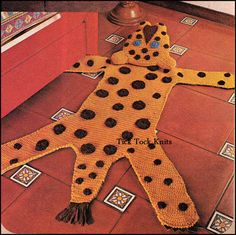 Vintage gehaakt patroon PDF maken van een set van Wild dier tapijten. Patroon bevat instructies voor 4 verschillende dekens - een leeuw, de tijger, de Luipaard en de zebra. Maak een (of een hele reeks) voor een favoriete kind. Dit zou erg leuk in een jungle, dierentuin of safari thema kamer of kwekerij. De hoofden van de Leeuw, de tijger en de Luipaard zou worden opgevuld, en dus een kussen voor weinig hoofden tijdens het TV kijken of tijdens verhaal tijd. Al wordt gewerkt in wollen gewicht…