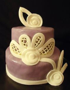 Elegant cake with marbleized purple fondant, abstracted flowers and hand-piped frosting netting. frosting ideas purple cake birthday cake idea wedding cake idea