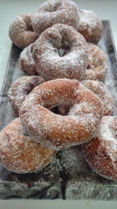 Roscos de la Abuela – DULCES FRIVOLIDADES Donut Recipes, Cake Recipes, Cooking Recipes, Beignets, Sweet Dough, Deli Food, Delicious Donuts, Homemade Donuts, Pan Dulce