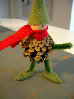 Crafting with pine cones - 62 unusual craft ideas for autumn and winter - Basteln - Weihnachten Pine Cone Art, Pine Cone Crafts, Christmas Projects, Pine Cones, Felt Crafts, Holiday Crafts, Diy And Crafts, Crafts For Kids, Arts And Crafts