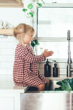 Ido want kids but ignore her for a sec, I want that type of sink!!! #VintageKidsFashion
