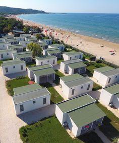 Itálie, Gargáno - Apulie, Villaggio Camping Le Diomedee. Záliv Santa Maria di Merino mezi Vieste a Peschici. Dovolená u moře, bungalovy v kempu, bazén, blízko pláže, prázdniny s dětmi.