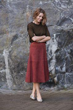 Suede skirt and brown top, good match. Nina Campioni