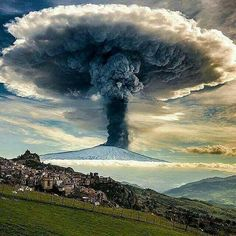 One of the active volcanos on earth - Etna in Sicily, Italy 😱 What would you do if you'd see it going off? By ❤️ of the active volcanos on earth - Etna in Sicily, Italy 😱 What would you do if you'd see it going off? Image Nature, All Nature, Science And Nature, Amazing Nature, Beautiful World, Beautiful Places, Wild Weather, Natural Phenomena, Natural Disasters
