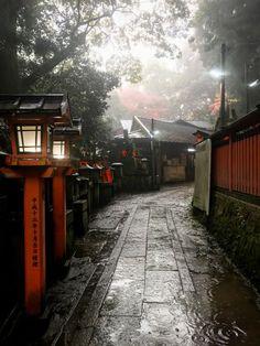 Kyoto www. Cultural Architecture, Japanese Architecture, Beautiful World, Beautiful Places, Japan Street, Aesthetic Japan, Art Japonais, Japanese Streets, Tokyo Japan