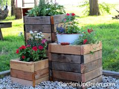 DIY Reclaimed Wood Planter Boxes - Great for the backyard or garden. Garden Up Green (Outdoor Wood Planters)