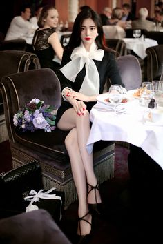 Korean dress, with black heels, so charming – Easy Style Now Beautiful Young Lady, Beautiful Legs, Sexy High Heels, Black Heels, South Korea Beauty, Killer Legs, Korean Dress, Korean Model, Simple Style