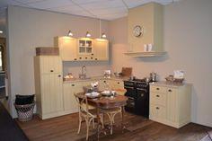 Landelijke keuken op maat gemaakt oud Hollandse stijl Giethoorn massief Table, Furniture, Home Decor, Interior Design, Home Interior Design, Desk, Tabletop, Arredamento, Desks