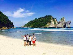 Pantai Atuh Nusa Penida terkenal dengan keindahannya. Temukan berbagai informasi lengkap Pantai Atuh disini. Paket trip & tour Nusa Penida Pantai Atuh murah