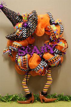 Cute DIY Witch Wreath Tutorials & Ideas For Halloween Holidays Halloween, Halloween Crafts, Halloween Decorations, Halloween Mesh Wreaths, Holiday Wreaths, Wreath Crafts, Diy Wreath, Wreath Ideas, Fall Crafts