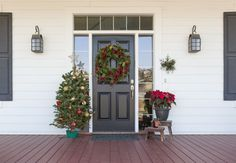 Your front door is the main barrier between you and the outdoor world. Without proper preparation, you will be dealing with drafts and high heat bills. House Front Porch, Front Door Handles, Clutter Free Home, Porch Decorating, Holiday Decorating, Decorating Ideas, Door Design, Nail Design, Declutter