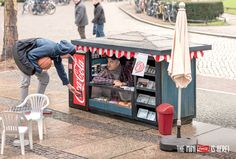 coca-cola mini kiosks by ogilvy