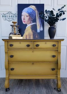 My Top 20 Dixie Belle 3 Color Blends – Brushed By Brandy Yellow Chalk Paint, Navy Paint, Chalk Paint Colors, Yellow Painting, Yellow Painted Furniture, Chalk Paint Furniture, Furniture Refinishing, Decoupage Furniture, Furniture Redo