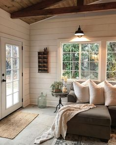 Cool 99 Modern Farmhouse Living Room Decoration Ideas. More at http://www.99homy.com/2018/03/13/99-modern-farmhouse-living-room-decoration-ideas/