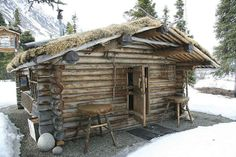 This is the amazing true story. In keeping with his wilderness values the man who hand built a log cabin and lived alone in the wilderness of Alaska for decades. Ideas De Cabina, Off Grid, How To Build A Log Cabin, Building A Log Cabin, Log Cabin Homes, Log Cabins, Diy Log Cabin, Cozy Cabin, Cabin In The Woods