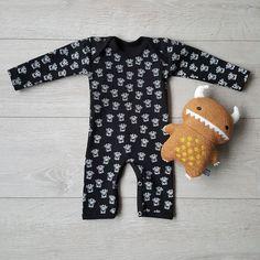 Hip boxpakje in zwart met witte all over print van monstertjes uit de Stoerkids babykleding collectie. Babys, Onesies, Wolf, Prints, Kids, Clothes, Fashion, Children, Tall Clothing