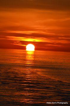 Melting Sun - Hatteras , NC Sunrise, Lovers, Angel, Nature, Sunsets, Naturaleza, Nature Illustration, Off Grid, Sunrises