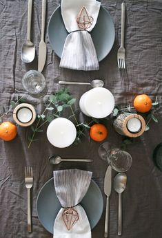 Happy Holidays And See You in Eucalyptus and clementines Party Table Decorations, Christmas Decorations, Classy Christmas, Interior Design Inspiration, Colorful Interiors, Interior Styling, Home And Living, Tablescapes, Happy Holidays