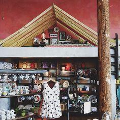 Anthropologie store bedroom nook display. Photo by bleubird on Instagram.