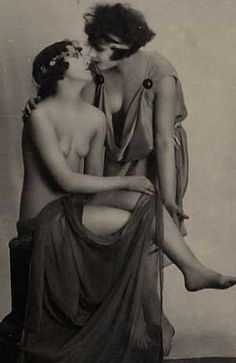 Vintage Lesbian Women about to Kiss Vintage Lesbian, Lesbian Love, Vintage Girls, Vintage Photographs, Vintage Photos, Girls Life, Nude Photography, Erotic Art, Art Pictures