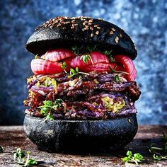 What a unique looking burger!!! . . Shout out to @martin_nordin . . Check out the link in our bio for a step by step guide to prepping searing and grilling a ribeye steak - just like they do at the finest steakhouses in NYC. . . #EEEEEATS #devourpower #buzzfeast #feedfeed #lovefood #eatguide #myfab5 #BBQandBottles #sgfoodie #igsg #sgfoodblogger #eater #eatmunchies #foodography #foodiegram #yahoofood #f52grams #foodnetwork #foodislife #beautifulcuisines #foodislove #foodoftheday #buzzfeast…