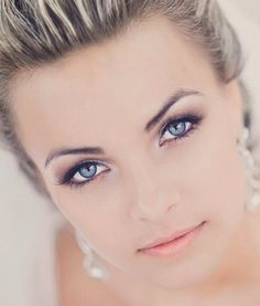 Wedding makeup : blue eyes